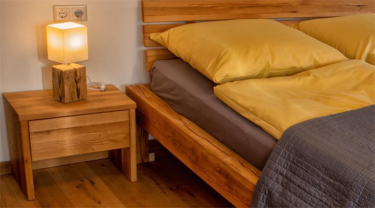 Ferienhaus Enztalblick in Enzklösterle im Nordschwarzwald - Schlafzimmer mit Möbeln aus Massivholz
