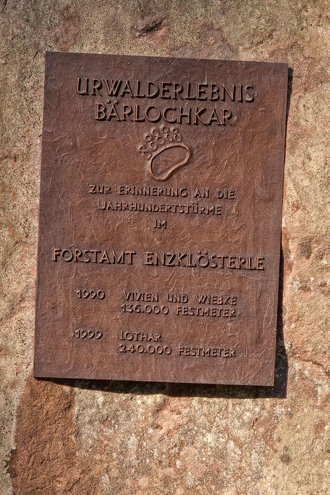 Ferienhaus Enztalblick in Enzklösterle im Nordschwarzwald - Wandervorschlag  Bärlochkar - Gedenktafel an die Jahrhundertstürme