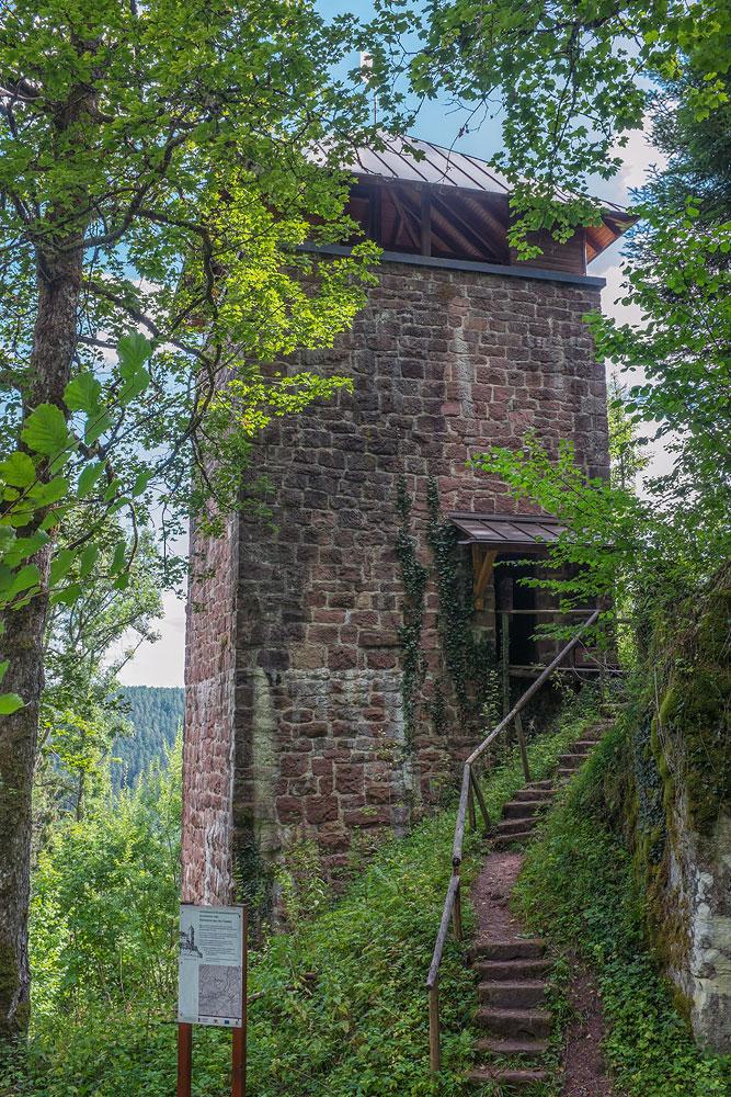 Ferienhaus Enztalblick in Enzklösterle im Nordschwarzwald - Wandervorschlag Fautsburg - Eingang zur Fautsburg