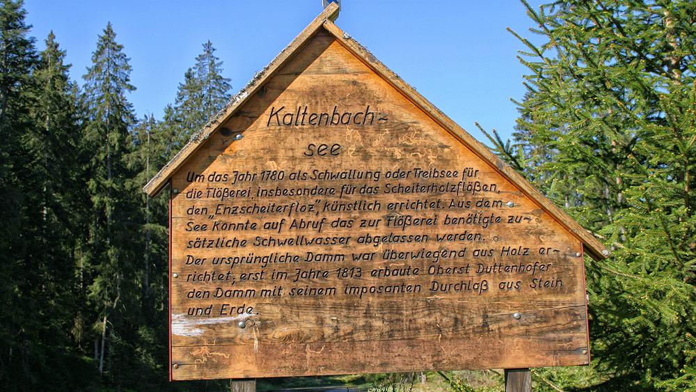 Ferienhaus Enztalblick in Enzklösterle im Nordschwarzwald - Wandervorschlag Kaltenbachsee - Informationstafel am See
