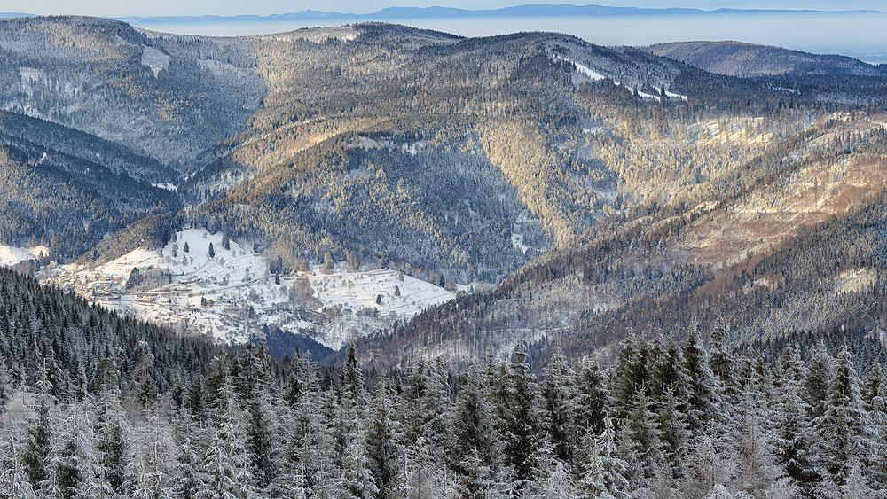 Ferienhaus Enztalblick in Enzklösterle im Nordschwarzwald - Wandervorschlag Hohlohsee - Winterlicher Blick ins Murgtal