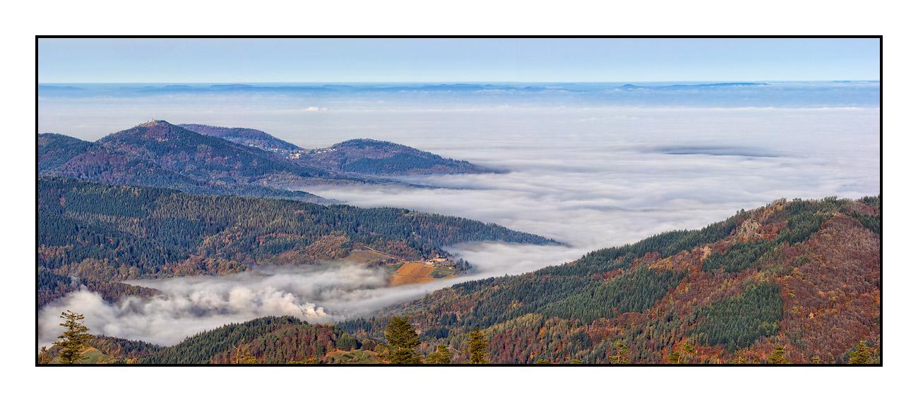 2020-11 Ferienhaus Enztalblick in Enzklösterle im Schwarzwald - Herbstliche Morgenstimmung auf dem Hohlohturm 01