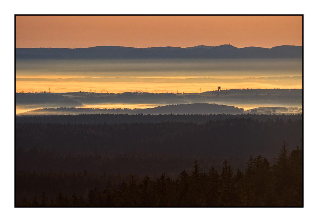 2020-11 Ferienhaus Enztalblick in Enzklösterle im Schwarzwald - Herbstliche Morgenstimmung auf dem Hohlohturm 02