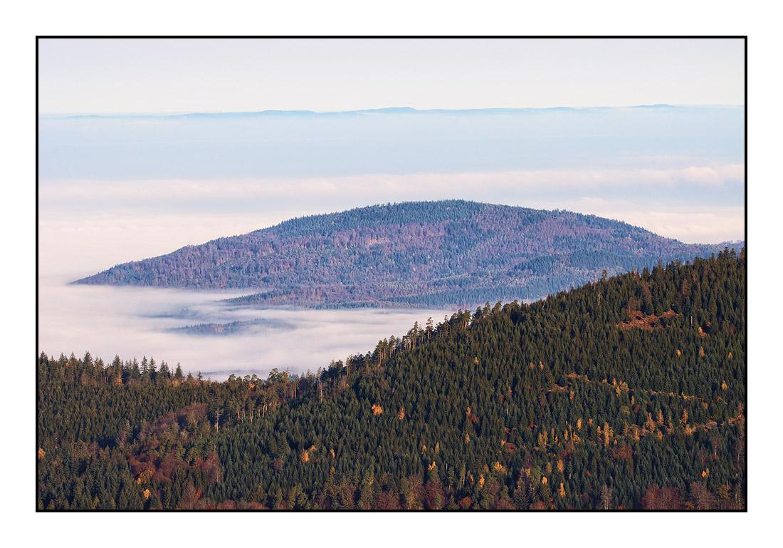 2020-11 Ferienhaus Enztalblick in Enzklösterle im Schwarzwald - Herbstliche Morgenstimmung auf dem Hohlohturm 04
